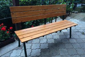 Lavičky, posezení a stoly